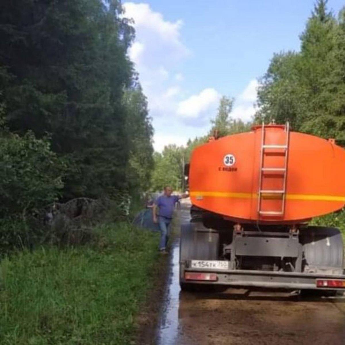 В Подмосковье лагерь экоактивистов разогнали поливальные машины