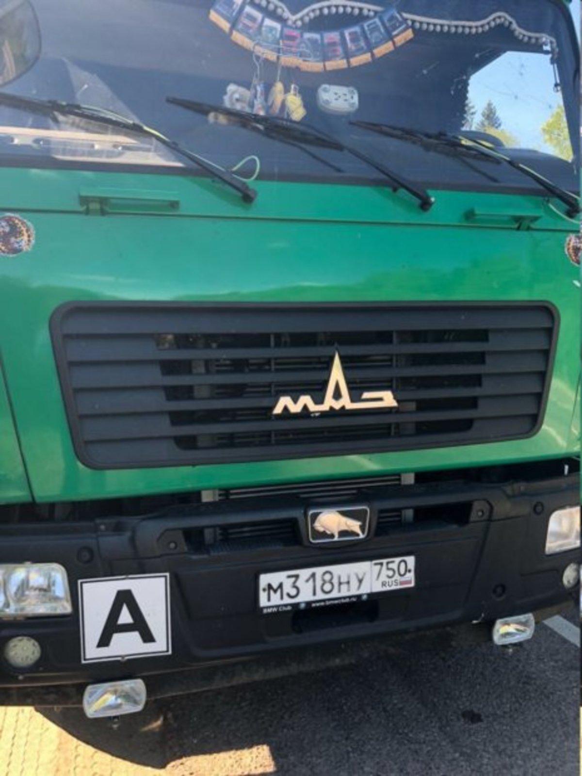 ФОТО: Неизвестный обстрелял мусоровоз ехавший на полигон «Ядрово»