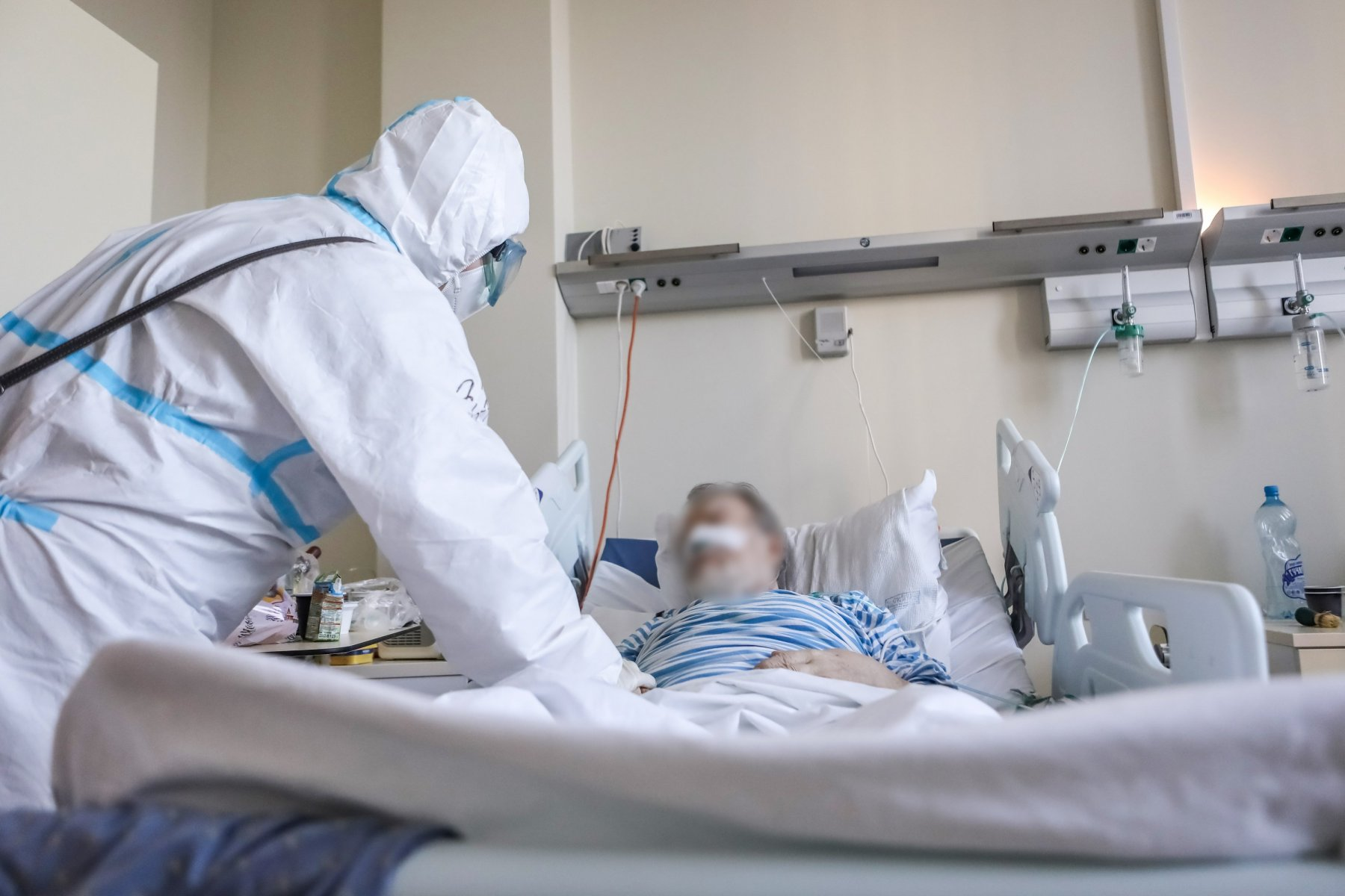 В Московской области врачам удалось спасти жизнь 56-летнего мужчины с 90% поражением легких и COVID-19