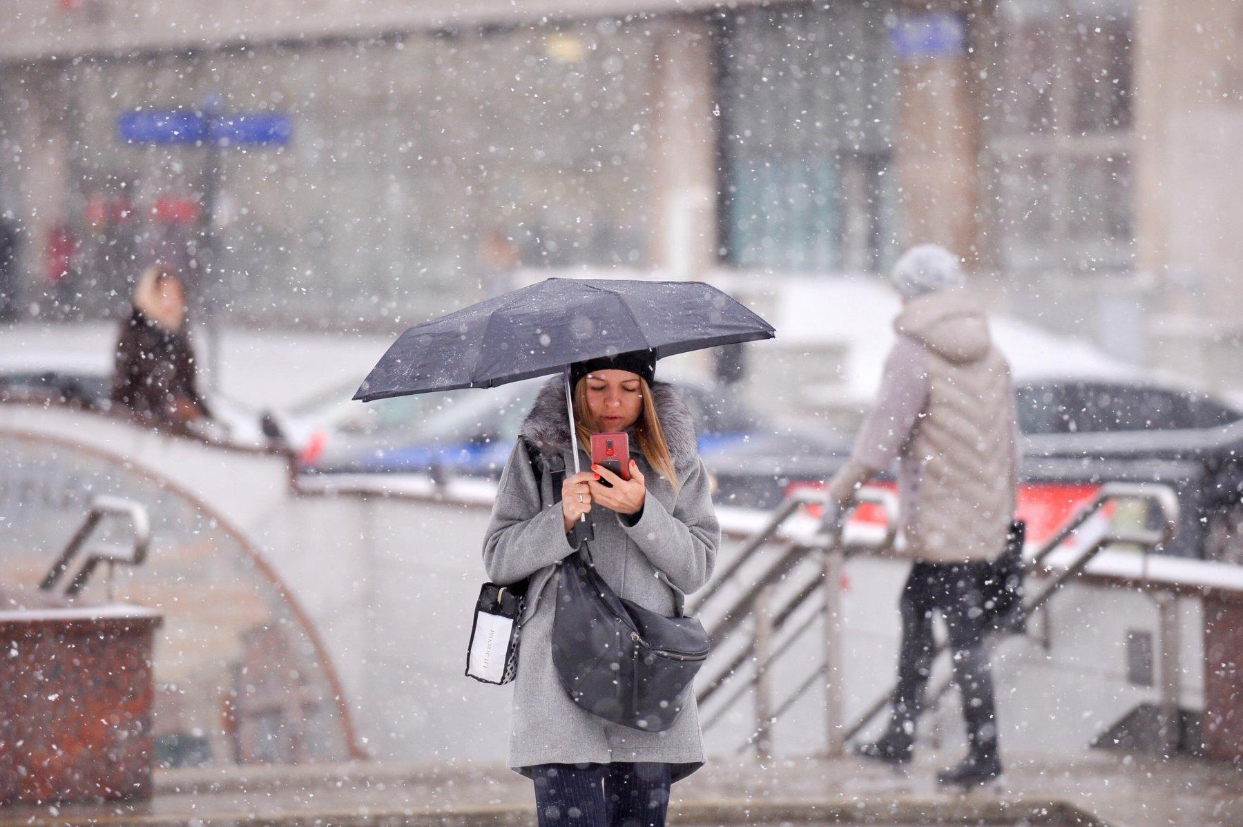 ГИБДД столицы рекомендует воздержаться от поездок в связи с метелью