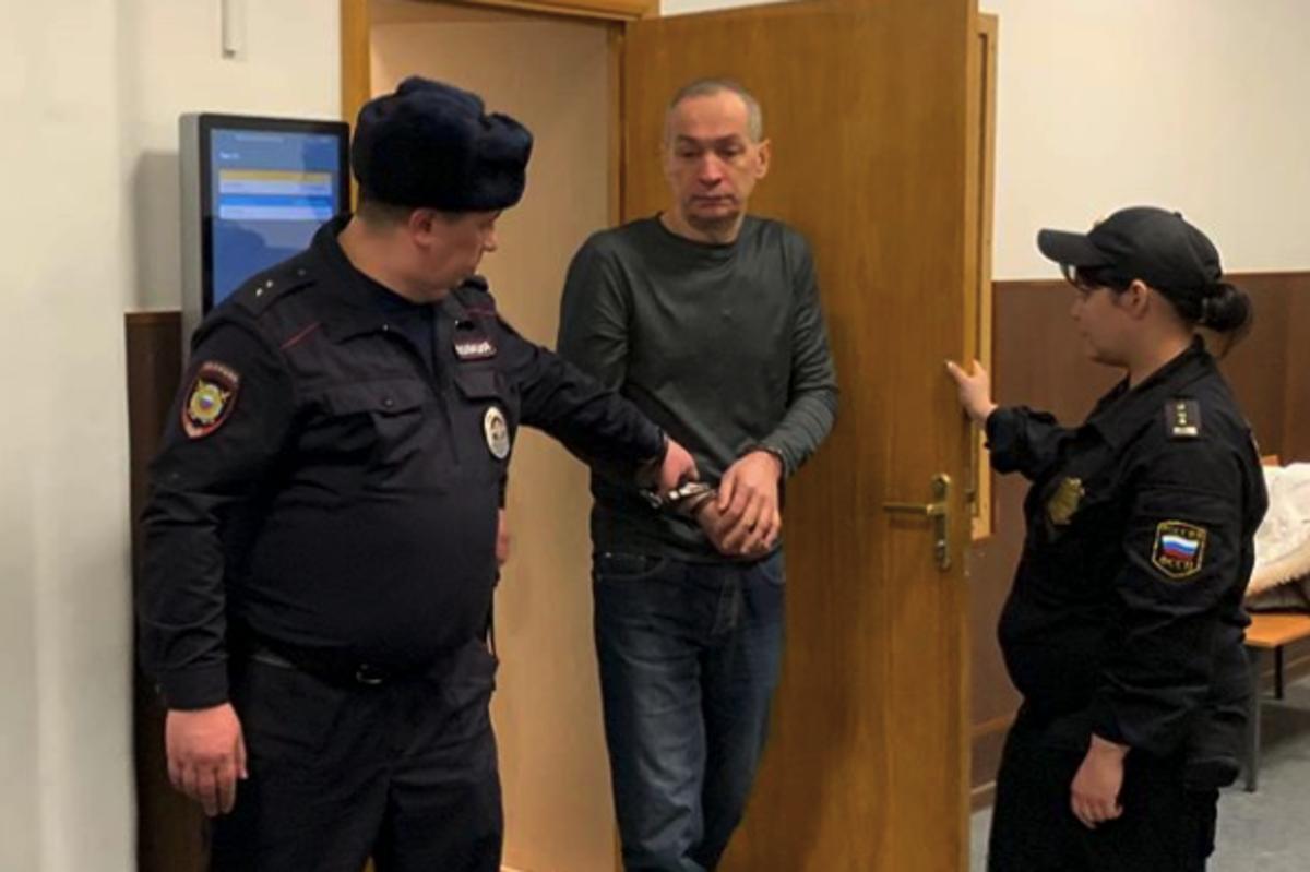 Экс-глава Серпуховского района Шестун порезал себе руки на совещании суда